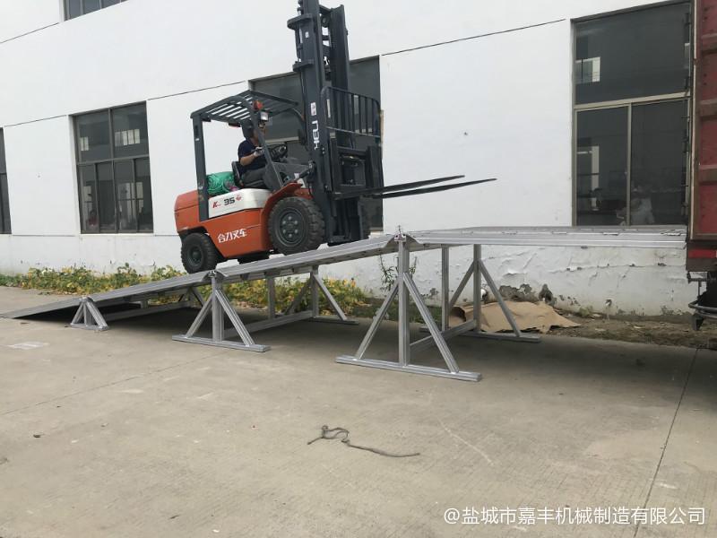 集装箱可拆式机械卸货平台维修